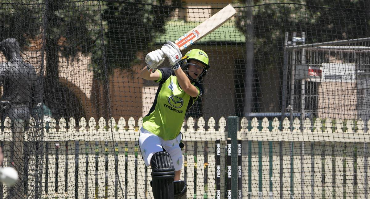 IN THE ZONE: Phoebe Litchfield made 46 during Sydney Thunder's four-run loss against the 6ers on Wednesday night. Photo: SYDNEY THUNDER